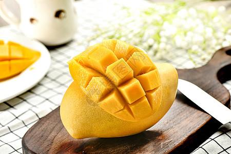 切开的芒果图片