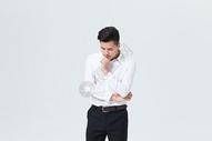 思考状态的商务白领男性图片