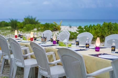 沙滩晚宴图片