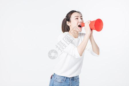 拿喇叭喊话的青年女孩图片