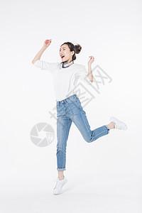 开心爱音乐女孩跳跃图片