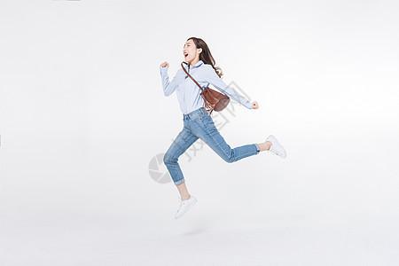 青年女性奔跑图片