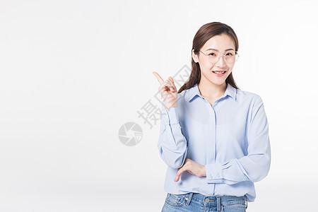 青年女性期待想象未来图片