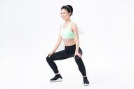 运动健身女性蹲马步图片