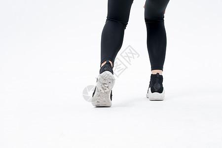 年轻运动女性脚步特写图片