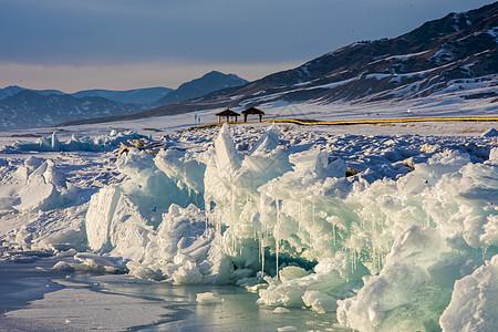 新疆赛里木湖冬季冰雪美景图片