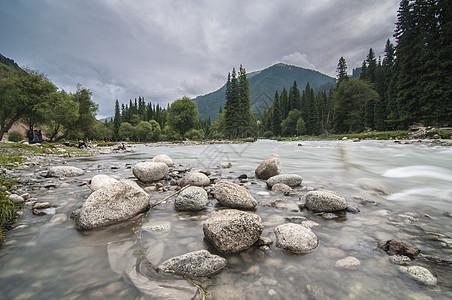 新疆天山河谷山峰图片