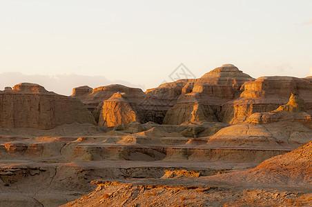 新疆乌尔禾魔鬼城雅丹地貌图片