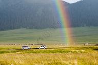 新疆赛里木湖畔雨后彩虹图片