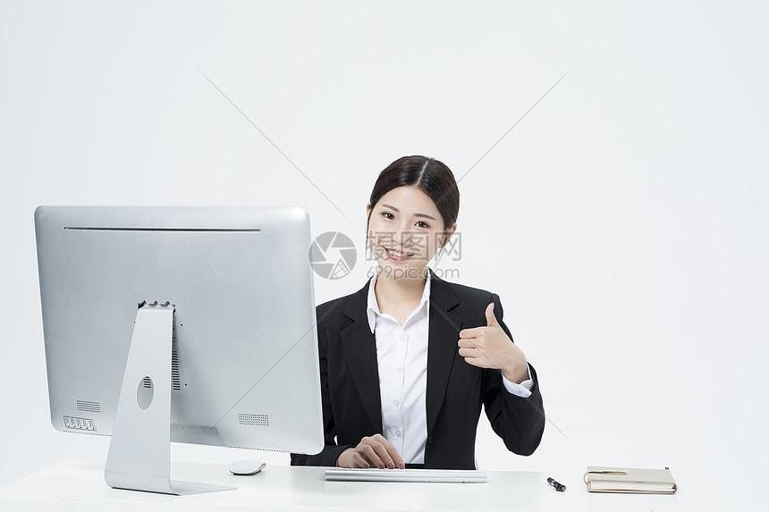 工作的职业女性图片