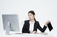 扔掉平板电脑的职业女性 图片