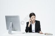 电话生气交谈的职业女性图片