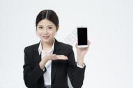 拿着手机的职业女性500877899图片