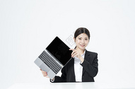 用电脑的职业女性图片