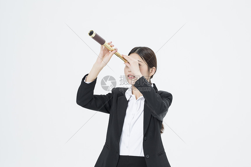 拿着望远镜的职业女性图片