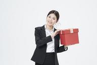 送礼物的职业女性500879702图片