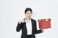 送礼物的职业女性图片