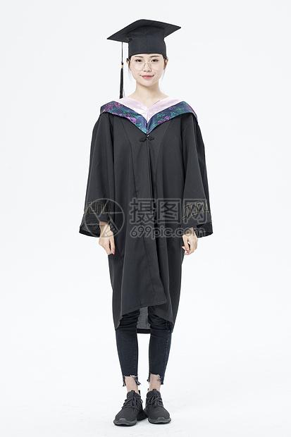 毕业女大学生形象图片