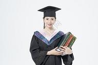 拿着书本的毕业女大学生500879810图片