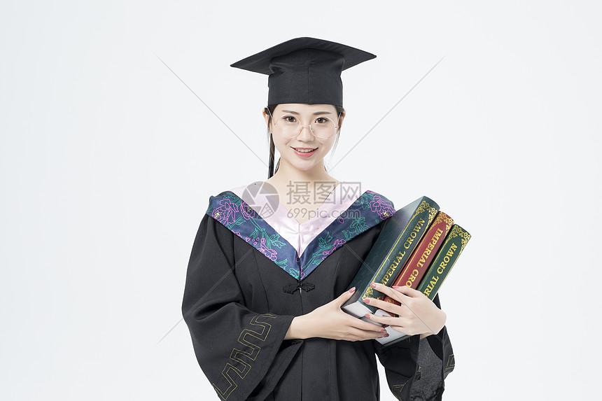 拿着书本的毕业女大学生图片