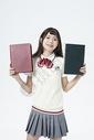 拿着书本的女学生图片