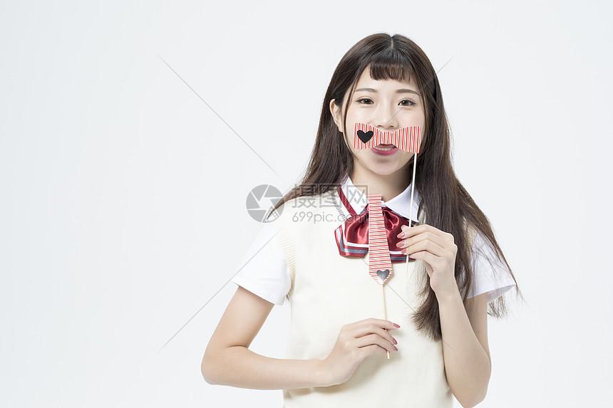 拿着可爱道具的女学生图片