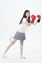 戴着拳击手套的女学生图片