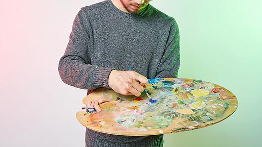 休闲男性色彩创意绘画动作图片