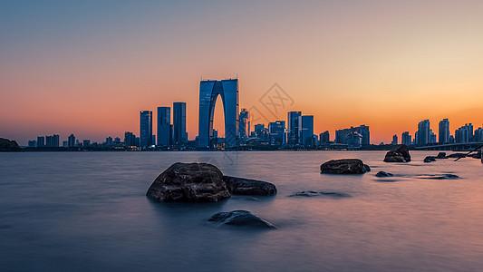 苏州金鸡湖东方之门图片