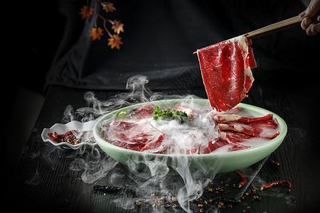 加了干冰冒烟的牛肉片图片