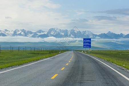 新疆独库公路高速路图片