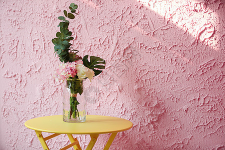 粉色墙壁花瓶图片