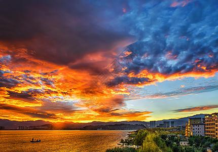 大理洱海边的火烧云图片