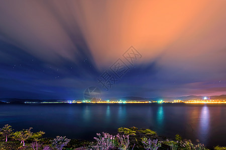 日出前的洱海风光图片