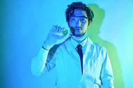 医疗研究男性色彩创意形象展示图片