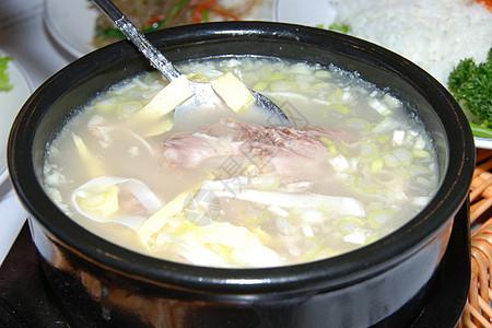鱼头豆腐汤图片