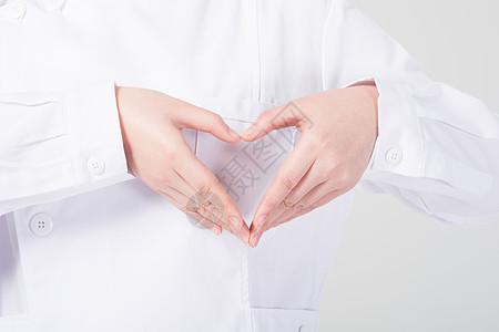 医护人员比心动作图片
