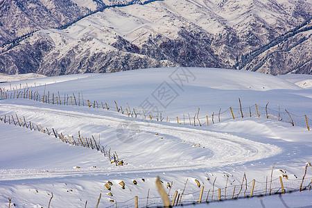 新疆天山冬季雪景图片