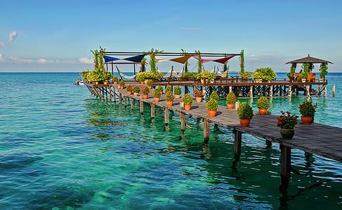 海上度假村的休闲区图片
