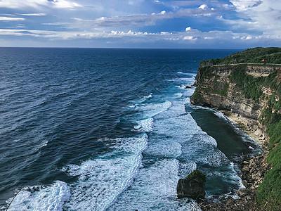 大海和悬崖图片