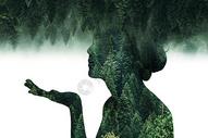 双重曝光森林女神图片