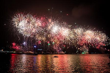 香港维多利亚跨年烟火图片