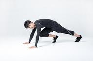 运动男性人像俯卧撑图片