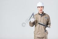 工人拿着工具图片