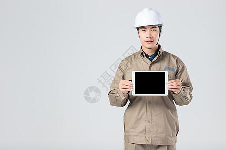 工人展示平板电脑 图片