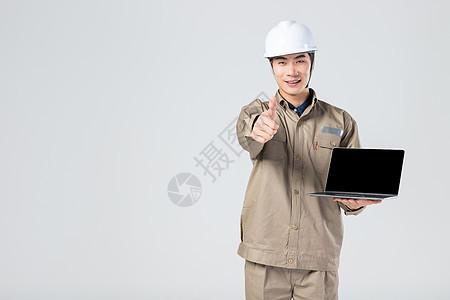 工人展示电脑 图片