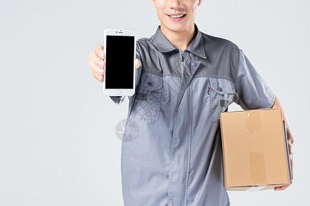 快递员展示手机图片