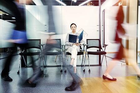 商务女性等待面试图片