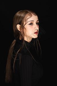 黑色暗调女性妆容情绪展示图片