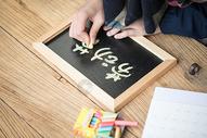 用粉笔写劳动节板书图片